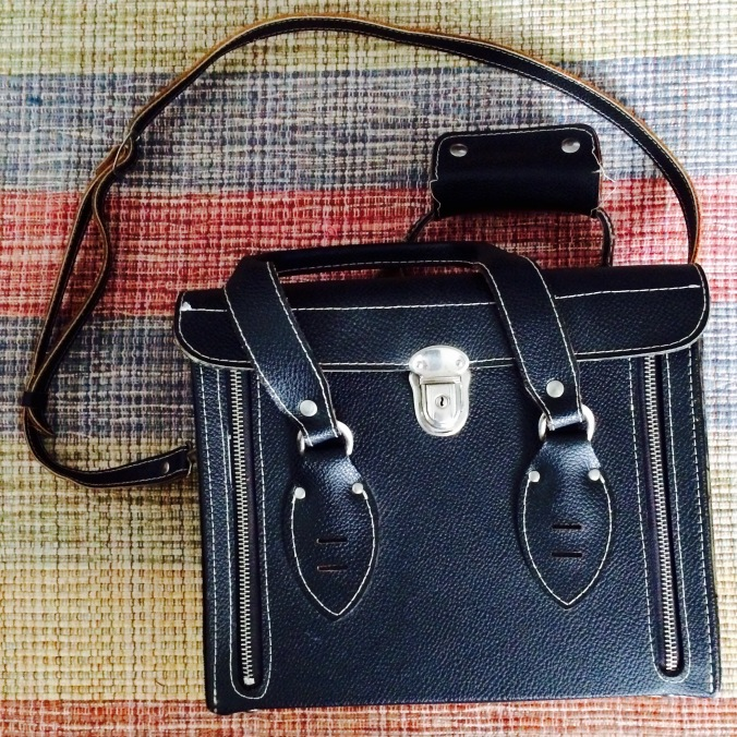 Dagens gave: en håndlavet kamerataske fra Japan, i læder og lige efter mit hjerte - til kr.180! .)