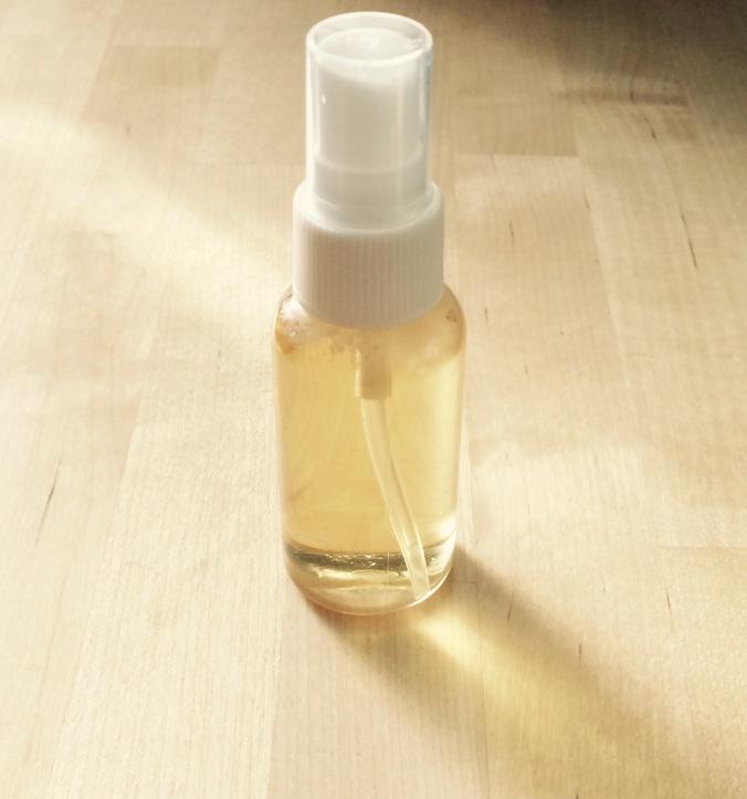 Hjemmelavet saltvandsspray med kamille / Homemade saltwater spray with camomile.
