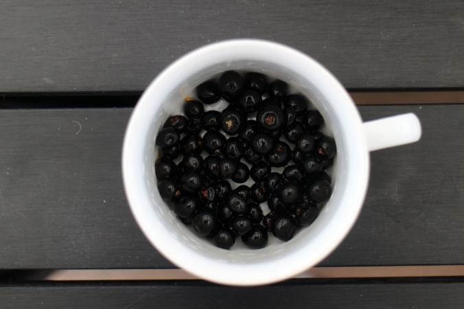 Sortebær fra den vestjyske muld. / Crowberries.